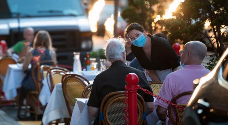 Dining on street